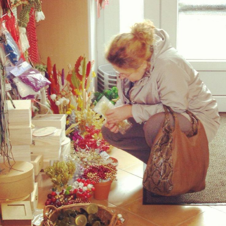Kellenek szerintetek kis üveggömbök a díszekre? Mi nem tudjuk eldönteni. #advent