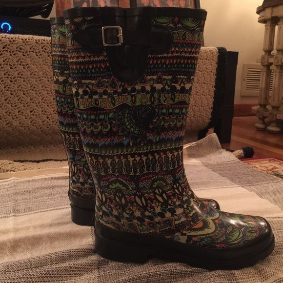 Aztec Design Rain Boots Super cute and comfy rain/snow boots! The design is adorable, and he indide has a warm fake fur lining. True to size. Shoes Winter & Rain Boots