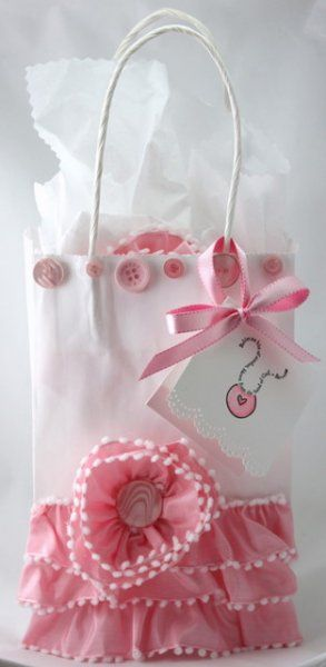 Beautifully decorating a plain gift bag - Easy How To - How cute is this!  Great for putting any girly gift in.*