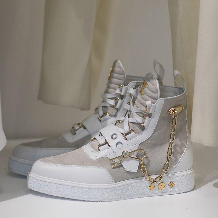 NEUE KOLLEKTION: KLICKEN SIE AUF UNSERE WEBSITE   – High & Streetwear Fashion