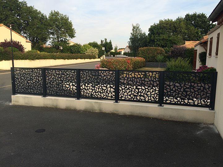 Cl ture en panneaux d coratifs aluminium ambellya d cor for Panneaux exterieurs jardin