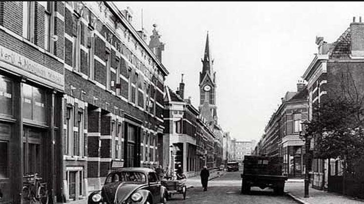 Snellemanstraat in vroeger jaren. Hier is mijn moeder geboren op nummer 26b; in de Geref.Kerk heb ik nog een jaartje op een blokfluitgroep gezeten eind 50er jaren. De kerk is thuis afgebroken en het huis zal ook wel niet meer bestaan.