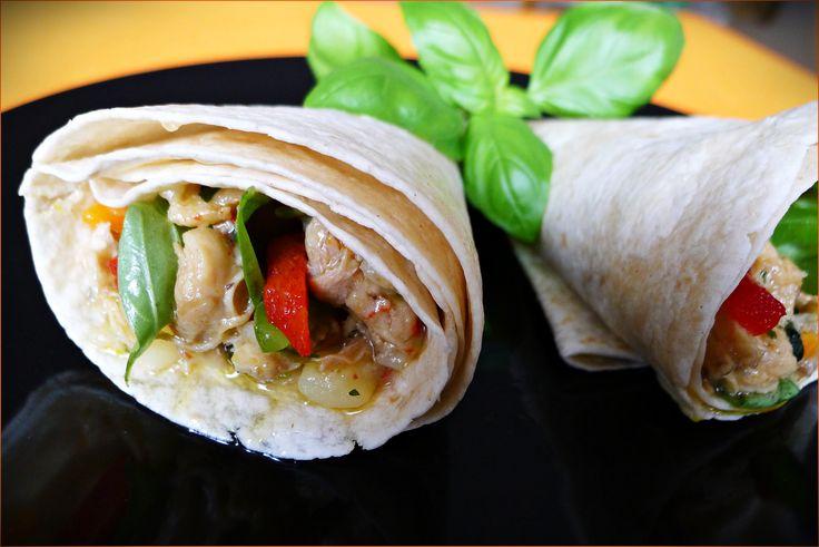 Le chicken roti est un pain typique des Antilles, et en particulier de Sainte-Lucie qui est farcie de poulet au curry.