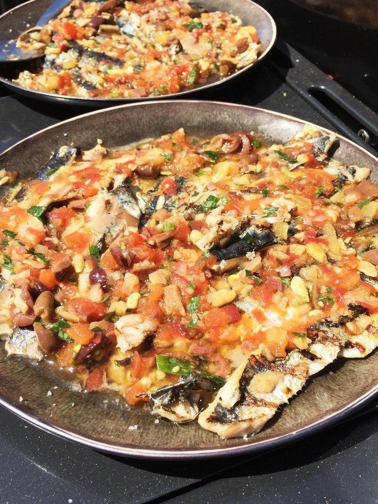 """Het lekkerste recept voor """"Gegrilde sardientjes met salsa van tomaat"""" vind je bij njam! Ontdek nu meer dan duizenden smakelijke njam!-recepten voor alledaags kookplezier!"""