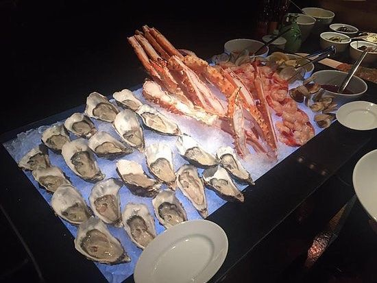 Oysters and crab legs! Yes please! Come on into Global Buffet this weekend for your seafood fix! 3023 Hempstead turnpike Levittown NY 11756 (516) 605-1799 #buffet #foodbuffet #globalbuffet #globalcuisine #internationalcuisine #food #foodie #longisland #levittown #oysters #clams #crablegs #seafood #weekend
