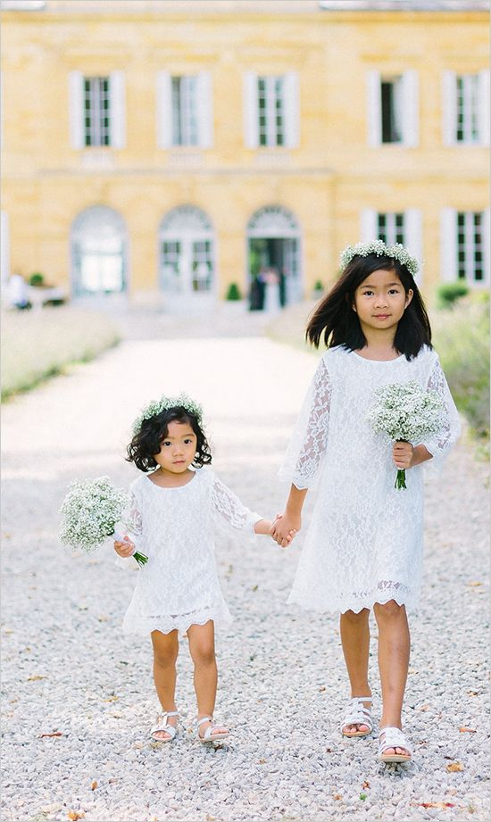 flower girls with lace and babys breath @weddingchicks