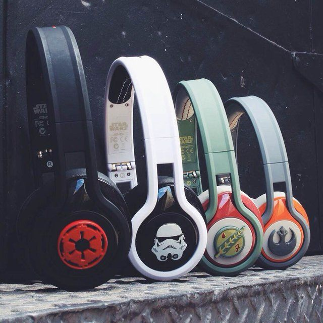 Star Wars First Edition STREET by 50 On-Ear Headphones / Available in 4 exclusive styles that could be an overwhelming gift for Star Wars fans, the STREET by 50 On-Ear Headphones are more than just a beauty.  http://thegadgetflow.com/portfolio/star-wars-first-edition-street-50-ear-headphones/