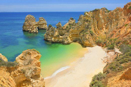 Palmeiras de Santa Eulalia, #Albufeira, #Portugal. #reizen #travel #travelbird #strand #zand #rotsen #water #zee #rotsformatie