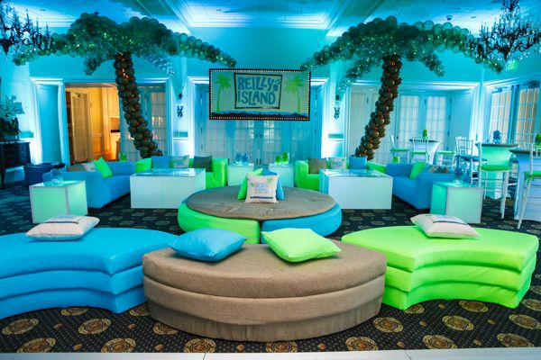 Beach & Travel Bat Mitzvah Party New Jersey | Summer Vacation Theme with Palm Tree Balloon Sculptures by Balloon Artistry {Sarah Merians Photography} - mazelmoments.com
