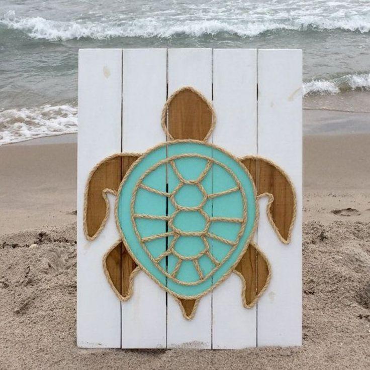 Elle Colle De La Corde Sur Du Bois De Palette Elle Realise Des Decorations Que Vous N Avez Encore Jamais Vues Pallet Art Rope Art Turtle Art