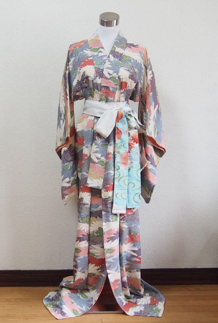 Japanese kimono/vintage kimono/robe/traditional wear/night wear/antique/silk(Etsy のkyotosasaraより) https://www.etsy.com/jp/listing/398765325/japanese-kimonovintage