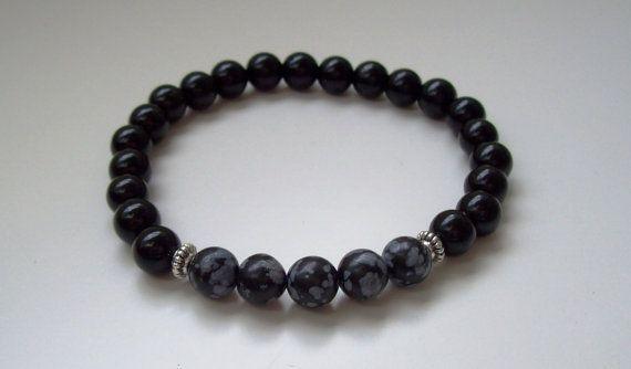 Bracelet homme - Bracelet en perles - Cadeau pour lui - Bracelet agate noir - Argent tibétain - Pierres flocon de neige - Bracelet perles  Bracelet en perles fait main, conçu avec des perles en agate noir, des perles flocons de neige de 8mm, deux petites perles en argent tibétain et du fil élastique.  Ce bracelet est prévu pour un tour de poignet entre 18 et 19 cms.  Tous nos bracelets sont faits main et par mes soins. Nous sélectionnons dans la mesure du possible de belles perles afin de…