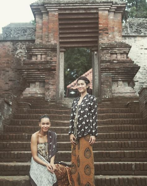Dian Sastro and Adinia Wirasti