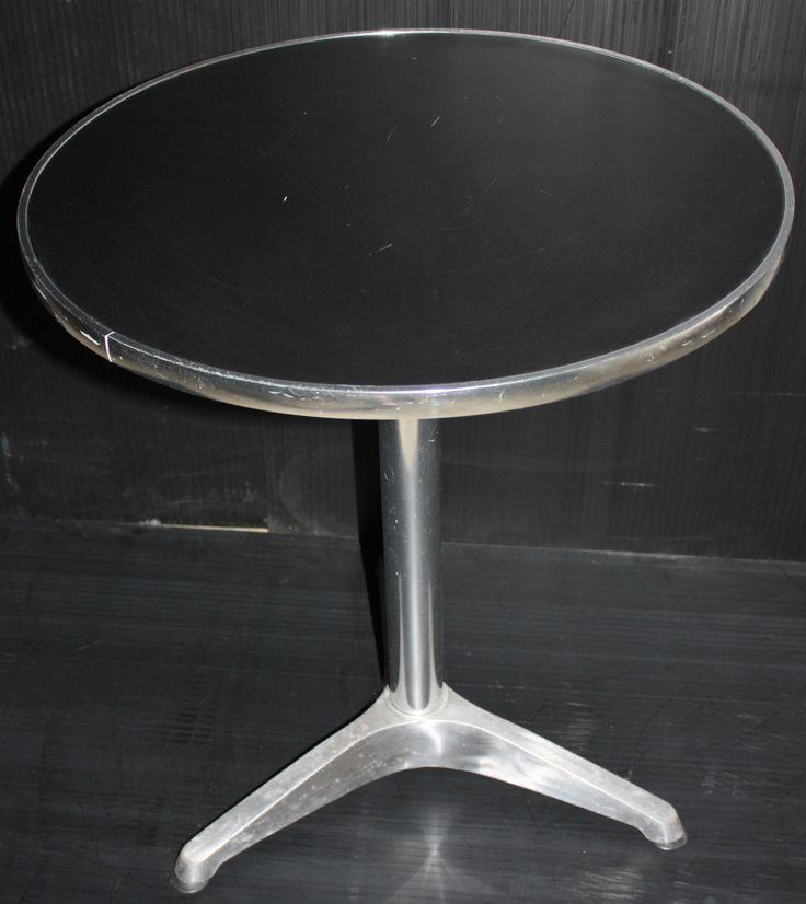 Round Cake Table