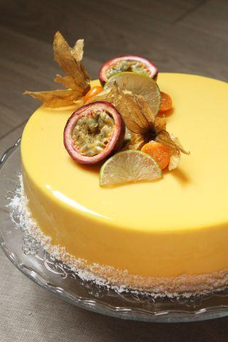 Passionnément exotique (entremets mousse vanille passion, brunoise d'ananas et…