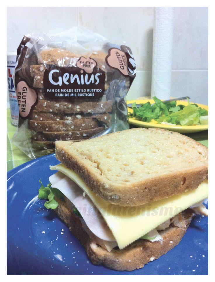 """""""Recientemente salió a la venta el pan de molde fresco de Genius... El rústico me parece especialmente delicioso, y es el que usé en esta ocasión"""" - singlutenismo nos enseña la ciencia detrás del sandwich perfecto."""