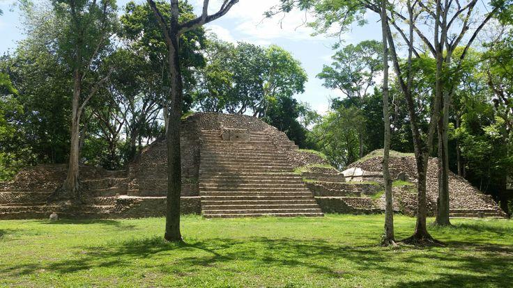 Visita en las Ruinas Maya de Cahal Pech, Belice, Centroamerica Muchas personas piensan que por estar en la ciudad de San Ignacio quizás no tienen nada especial, pero la realidad es otra. Yo viví en…
