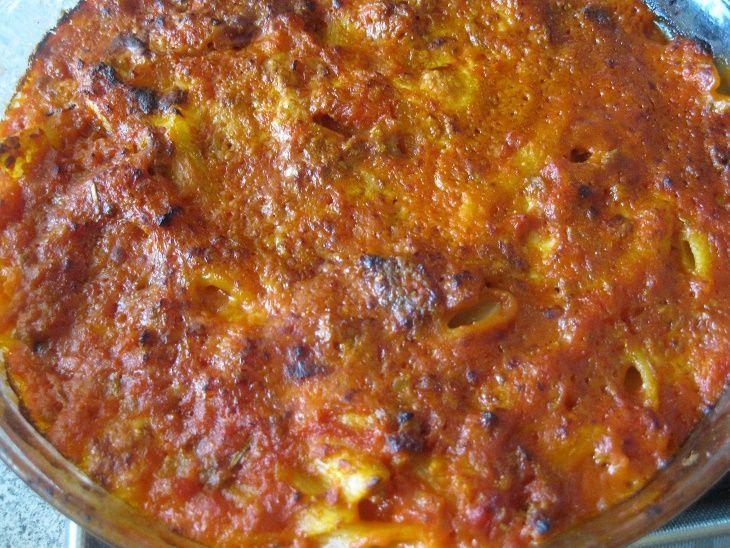 pasta al forno con coperchio magic cooker Ingredienti per 3 persone 150 g di carne tritata mista una carota una cipolla un gambo di sedano un po'