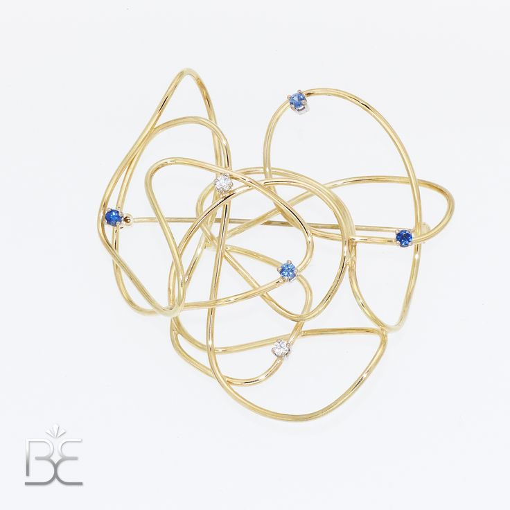 Yellow gold, brooch with blue sapphire and diamonds. Contemporary dutch design. Handmade by Sabine Eekels