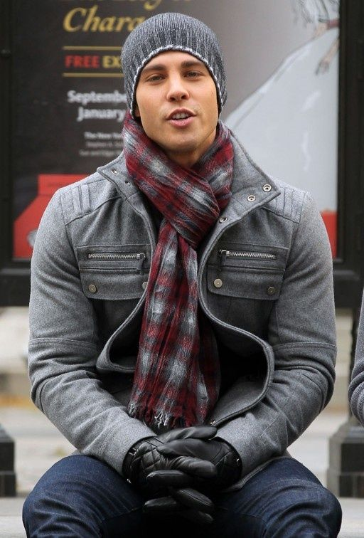 Nail off-duty dressing with this combination of a grey field jacket and navy blue jeans.   Shop this look on Lookastic: https://lookastic.com/men/looks/field-jacket-jeans-beanie/6473   — Charcoal Beanie  — Burgundy Plaid Scarf  — Navy Jeans  — Black Leather Gloves  — Grey Field Jacket