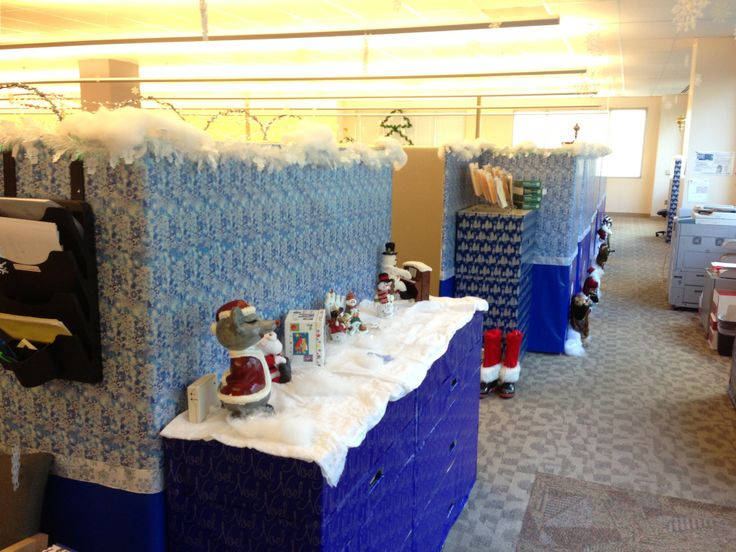 Office christmas decorating contest 2012 cubicle for Cubicle decoration xmas