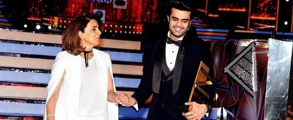 Zee Cine Awards 2017: Maniesh Paul flirts with Neetu Kapoor and what happens next is hilarious,Bollywood News,Bollywood Latest,BollywoodBrakingNews