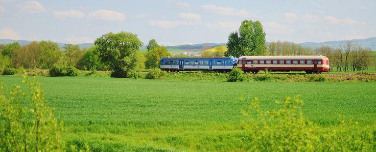 Je jaro. A všechno kvete – kytky, stromy, … cestovní ruch i provoz nostalgických vlaků. Vybrali jsme ty nejlepší železniční výlety na prodlo...