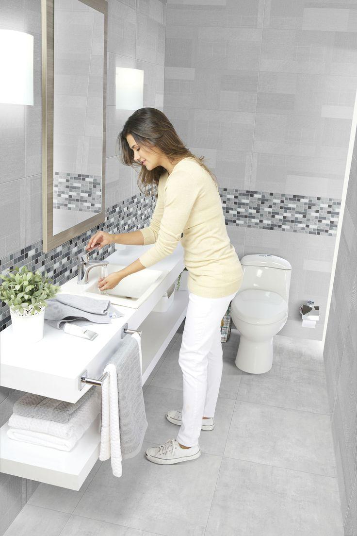Para dar sensación de libertad y limpieza en tus baños usa tonos claros y muebles neutros, puedes agregar elementos como plantas y listo, conoce más tips aquí.