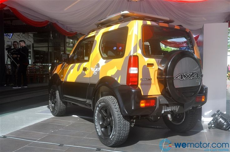 Suzuki Malaysia Automobile today introduced the third generation Suzuki Jimny. The JB43 variant is available only in JLX trim and features subtle yet noticeable changes, including the engine hood, front bumper and grilles.