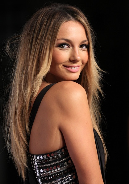 Ricki Lee Coulter    Love the colour of her hair!