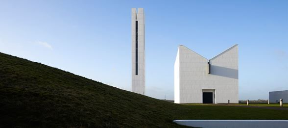 Yesterday, Henning Larsen Architects' bell tower at Enghøj Church won this year's Architecture Award in Randers, Denmark. The bell tower is a recent addition to the 21-year-old Enghøj Church, which won the same award in 2002.