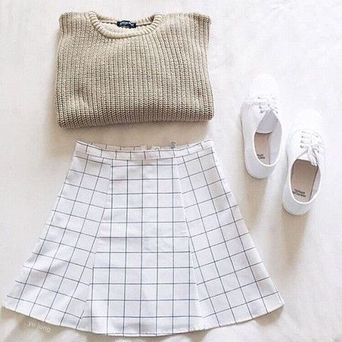 Get this minimalist printed mini skirt to match your favorite tops. The skirt can work with various styles such as classic preppy looks, soft grunge outfits and concert-ready rocker ensembles. Made of