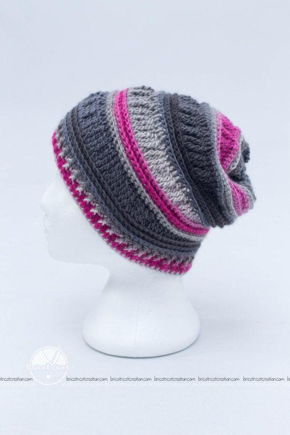 Slouchy pour ado ou femme fait au crochet de couleur gris et rose. Prêt à partir! #bricotricot #crochet #crochethat $25