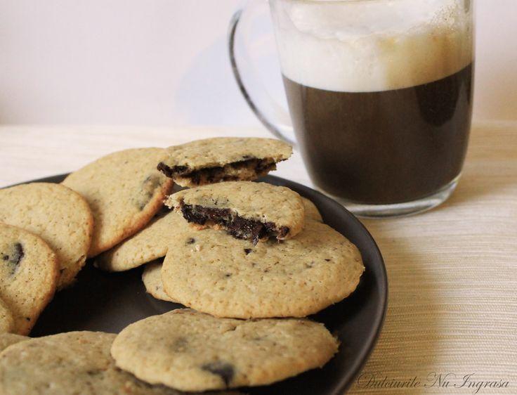 Biscuiti cu ciocolata neagra (fara zahar, fara unt, 100% sanatosi) |