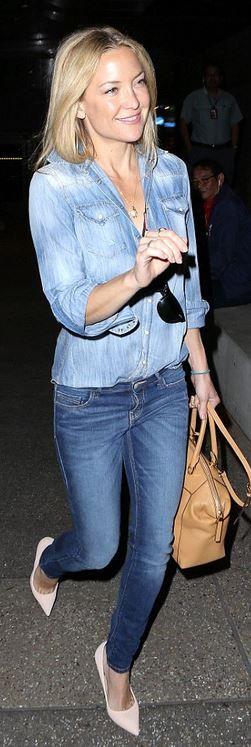 Kate Hudson: Purse – Michael Kors  Shirt – DSquared2  Necklace – Jennifer Meyer  Sunglasses – Ray Ban