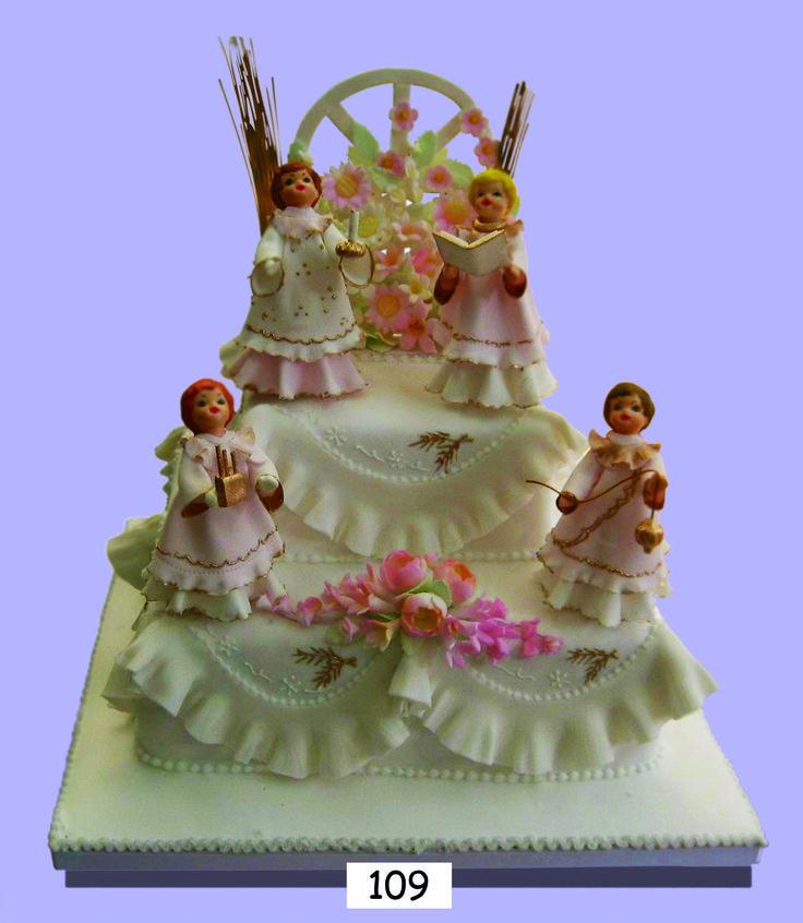 Día Glorioso    El sueño de todo niño es su primera comunión. Esta hermosa torta cubierta en azúcar es muy apropiada para festejar esta ceremonia, puedes aprovechar la variedad de sabores y figuras elaboradas en azúcar, ideales para recrear escenas religiosas de gran realismo y belleza.