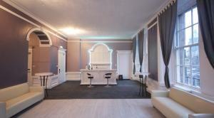Princes Street Party Palace Edinburgh Apartment (Private Edinburgh Party Group Accommodation) 30 BEDS