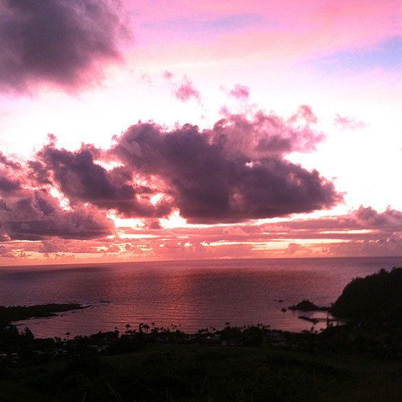 マウイ島東岸のハナの村で 夜明けの光を浴び生まれ変わる 楽園マウイで心をリセットする「至上のヒーリングスポット10選」 CREA WEB(クレア ウェブ)