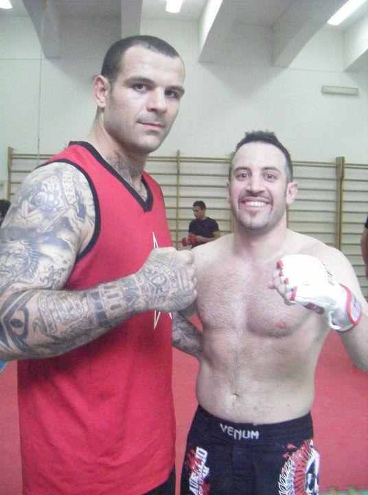 """Training M.M.A. with Alessio """"LegiorariVs"""" Sakara ,Catania 2009"""