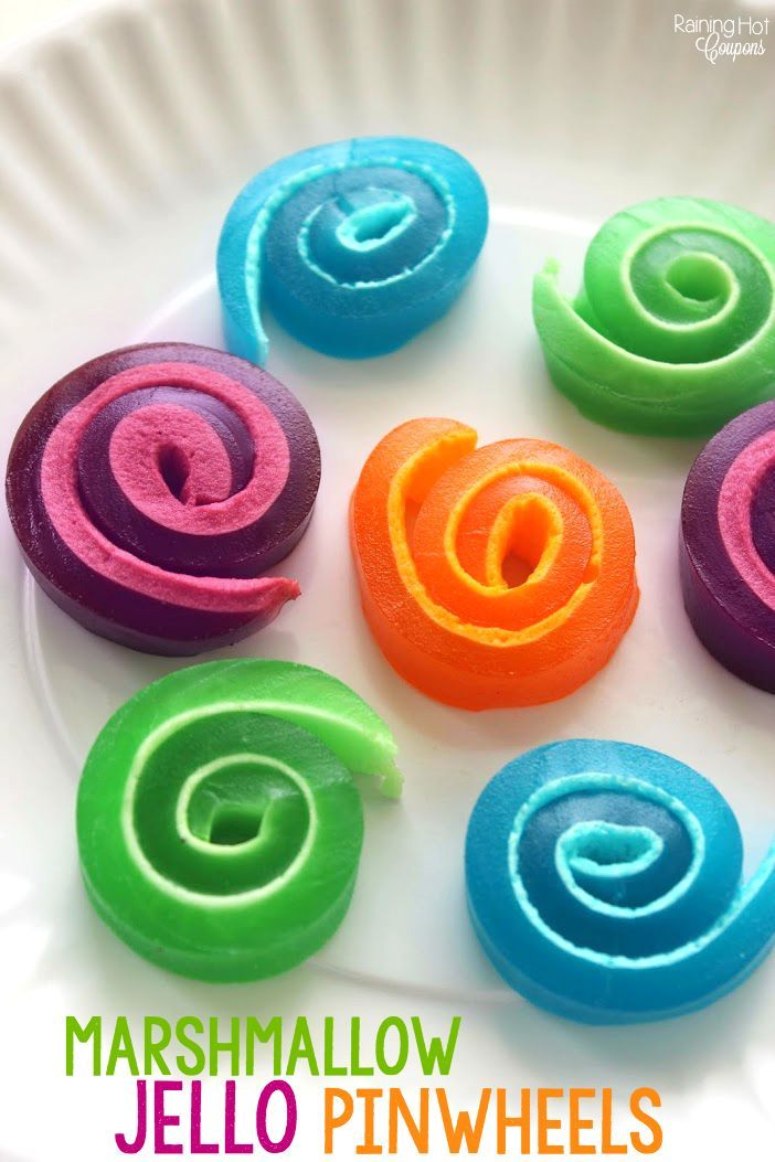 Marshmallow Jello Pinwheels - This is a super kid friendly recipe that makes delicious snacks for the summer!