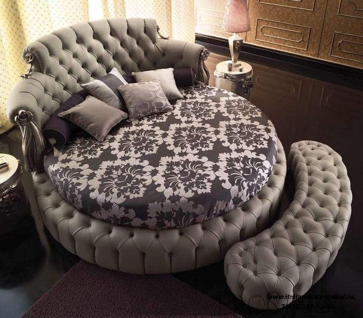 Paolo Lucchetta - круглая кровать с пуфом
