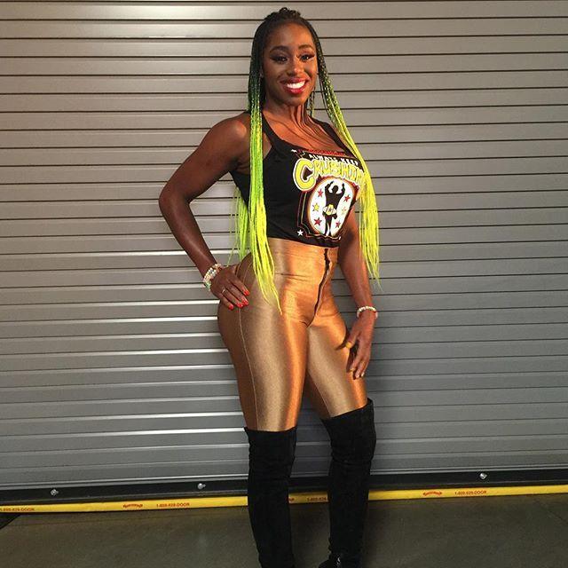 wwe @trinity_fatu feels the glow in her #ConnorsCure gold! #AlwaysKeepCrushing #WWE #SDLive 2017/09/06 09:20:55