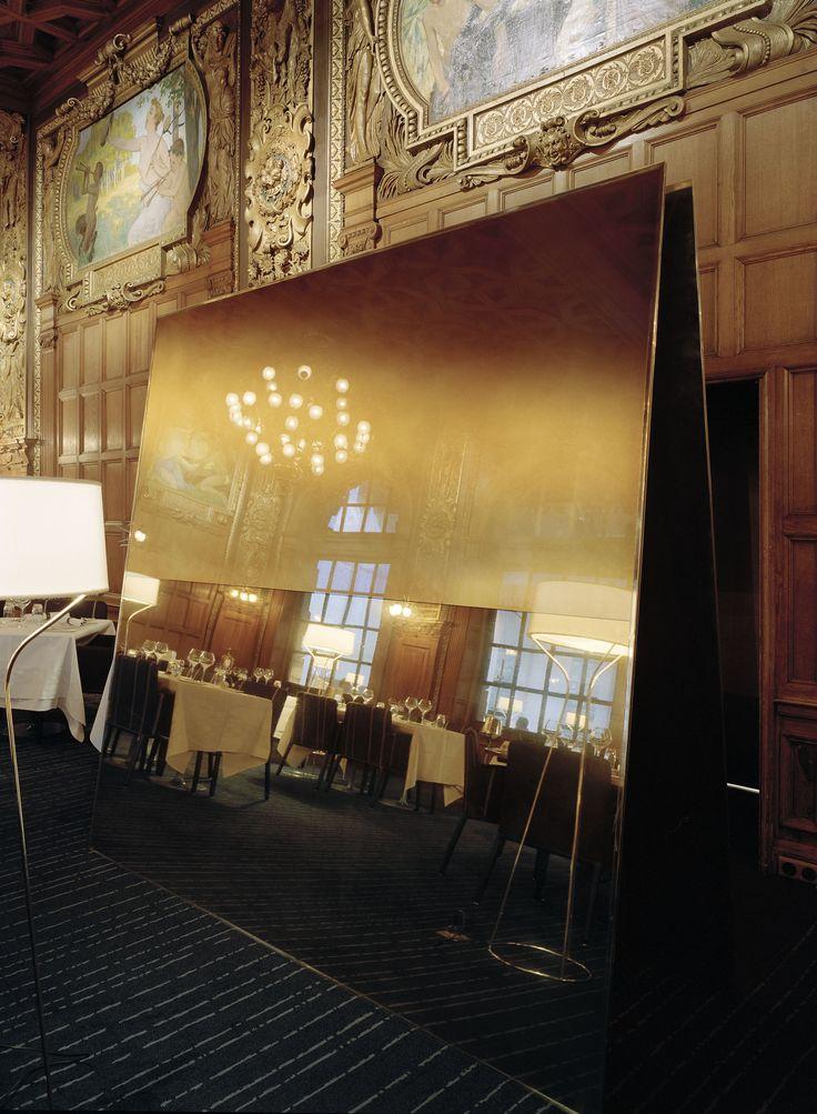 Operakällaren, mirror in dining hall