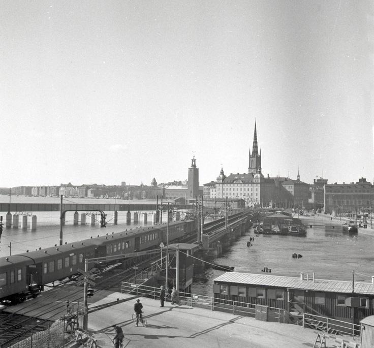 Sista tåget på gamla järnvägsbron mellan Södermalm och Gamla Stan