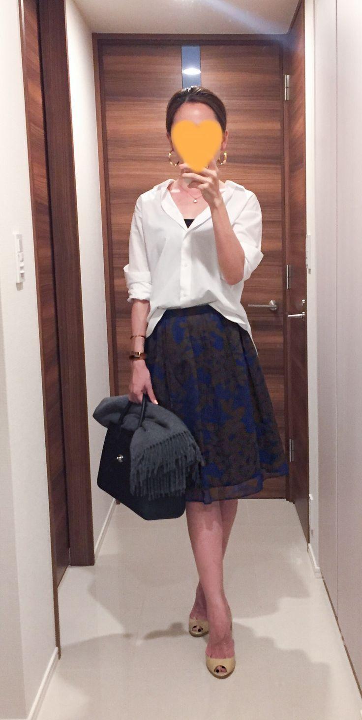 - White shirt: Uniqlo - Skirt: Ballsey - Scarf: Johnstones - Bag: CHANEL - Heels: Jimmy Choo