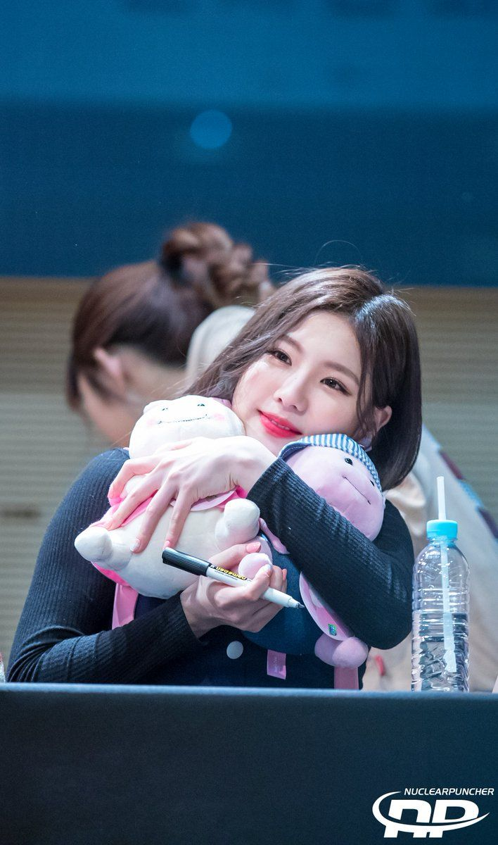 GUGUDAN - Jo HyeYeon 조혜연 at 'A Girl Like Me' fansign in Dongdaemun 170311 #구구단 #Gu9udan #나같은애