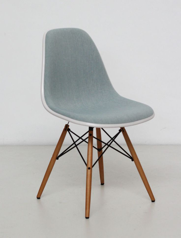 Vitra Eames Plastic Side Chair DSW (Cream shell-Ice blue fabric) (stuhl)