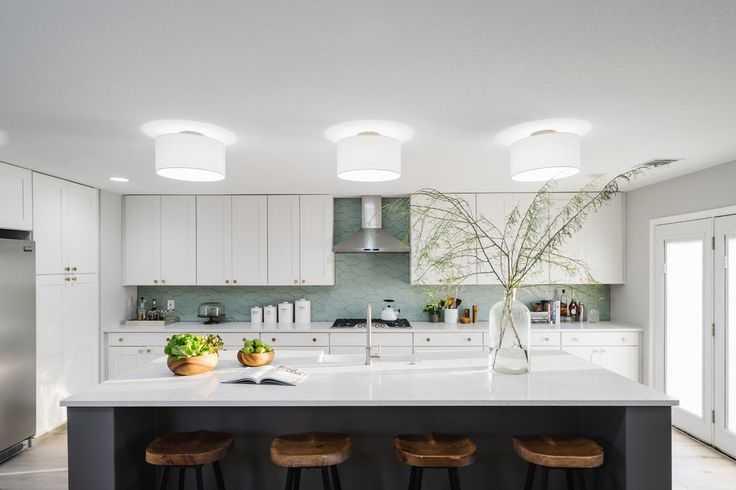 Large Modern Minimalist L Shaped Eat in Kitchen With Elegance White Theme →  https://wp.me/p8owWu-5dh
