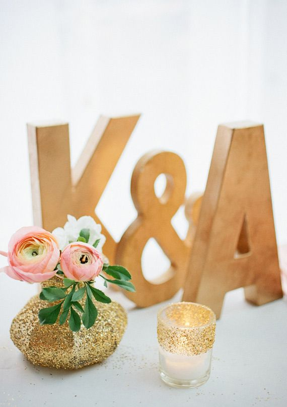 gold glitter vase {that would be a cute DIY}