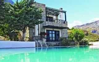 Dit vakantiehuis in Kroussonas op het eiland Kreta is een echte aanrader voor mensen die een rustige, ontspannen vakantie willen houden. u kunt hiervoor terrecht in een van deze drie huizen met een groot gemeenschappelijk zwembad. Grenzeloos uitzicht en 20 km verwijdert van de kust.